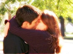 first-kiss-naley-1784297-520-383